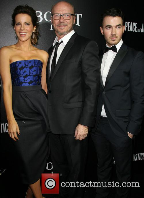 Kate Beckinsale, Paul Haggis and Kevin Jonas 7
