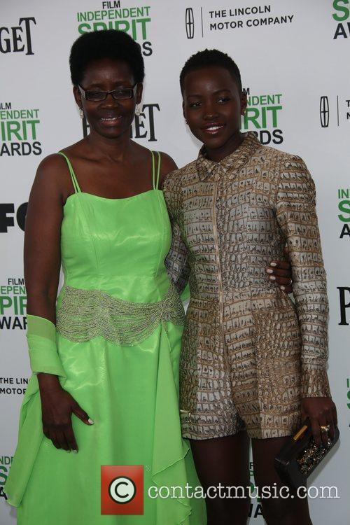 Lupita Nyong'o and Dorothy Nyong'o (l)