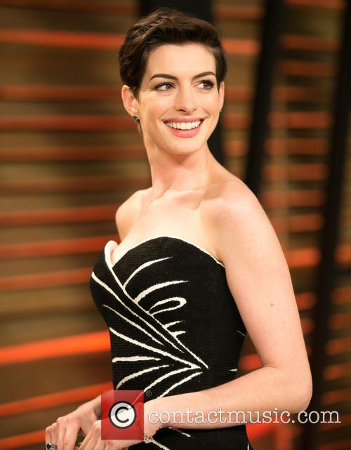 Anne Hathaway, Sunset Plaza