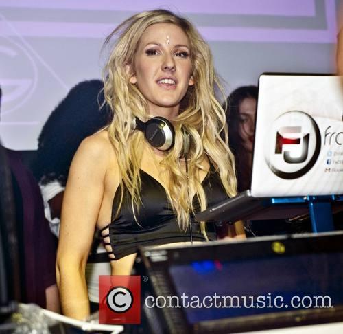 Ellie Goulding plays a DJ set