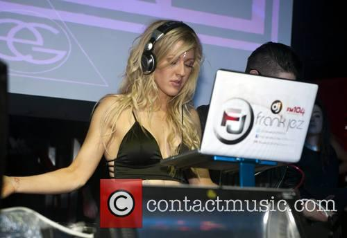ellie goulding ellie goulding plays a dj 4092543