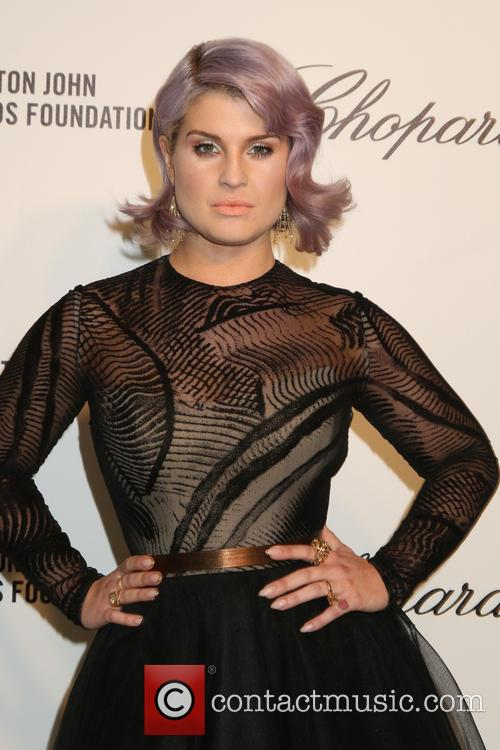 Kelly Osbourne arrives at Elton John's Oscar party