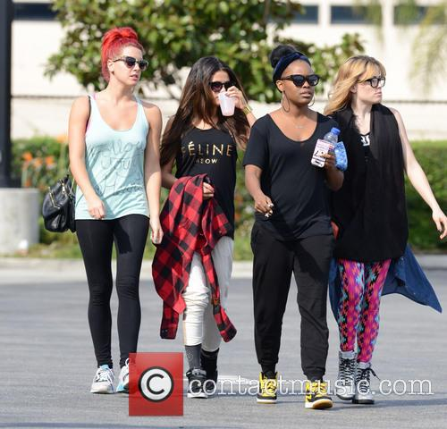 Selena Gomez takes a lunch break with friends