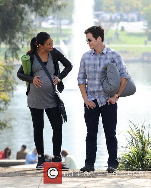 Kevin Connolly and Emmanuelle Chriqui 7