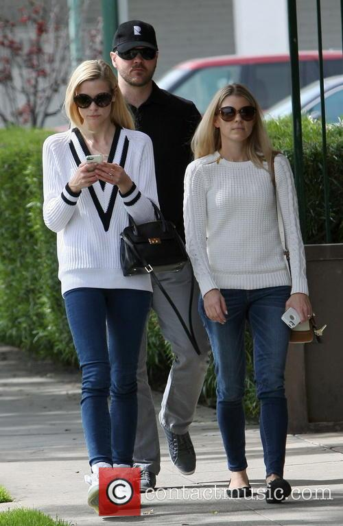 Jaime King leaving Lemonade restaurant with friends