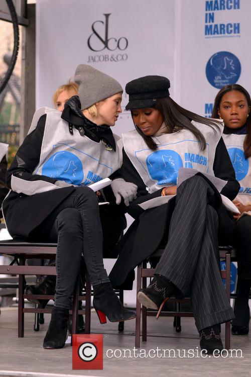 Kelly Rutherford and Naomi Campbell 9