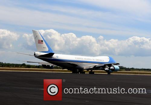 Barack Obama, Air Force One and Michelle Obama 5