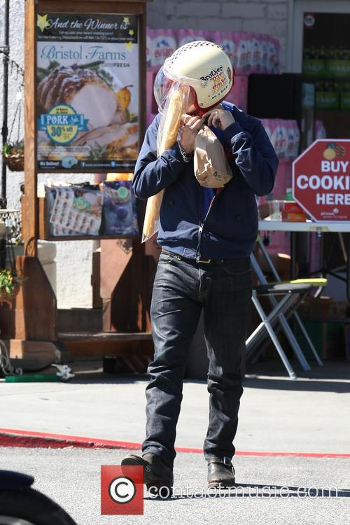 Olivier Martinez pick up a French Baguette from...