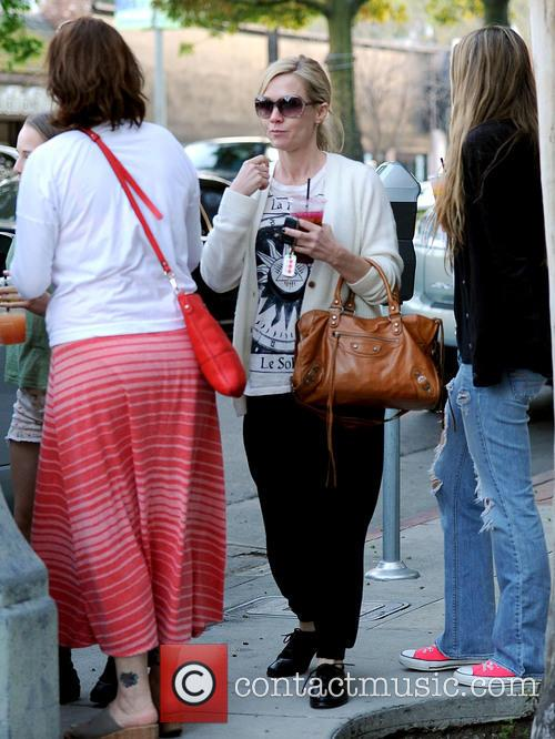 Jennie Garth Has Dinner With Family