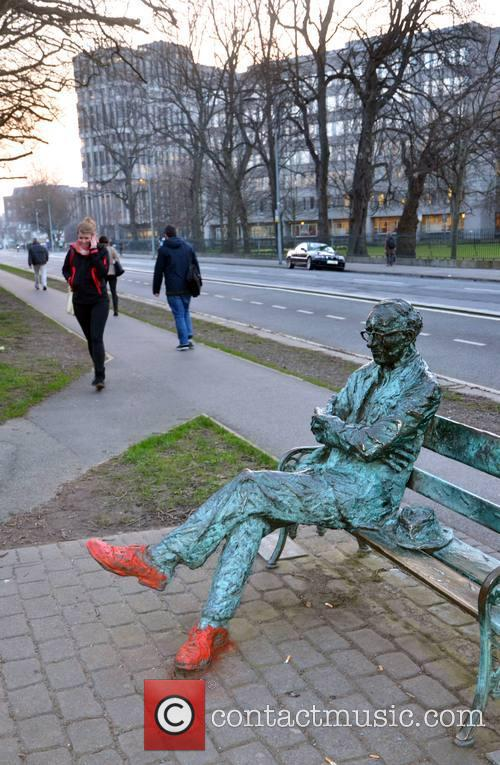 how does patrick kavanagh address the Top bars near patrick kavanagh statue  at the top of your chrome window, near the web address,  if it does, follow its.