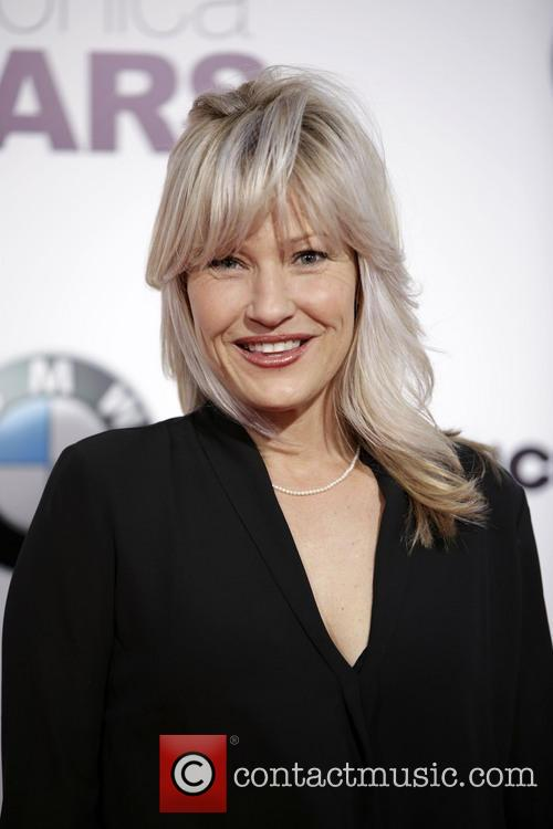 Joey Lauren Adams 3