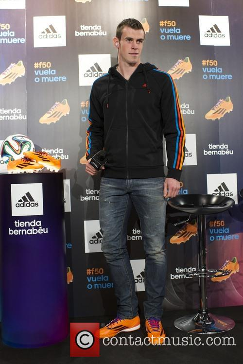 Gareth Bale presents his new boots