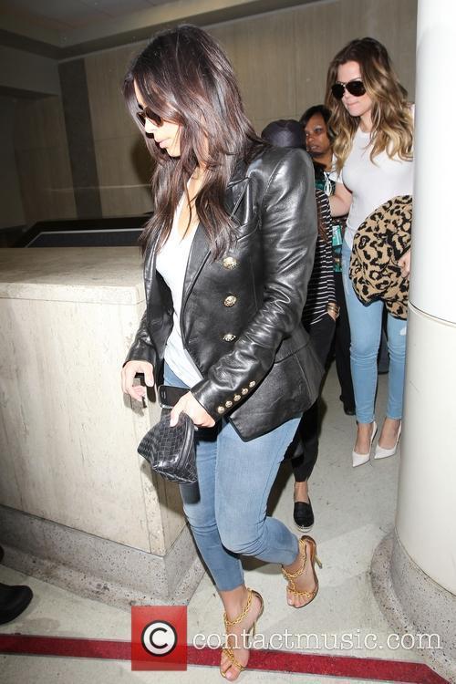 Kim Kardashian, Khloe Kardashian and Kourtney Kardashian 7