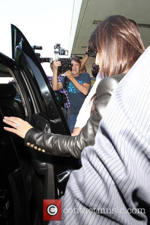 kim kardashian khloe kardashian kourtney kardashian the kardashians arrival 4108708