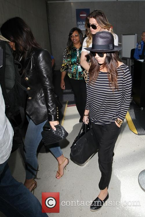 kim kardashian khloe kardashian kourtney kardashian the kardashians arrival 4108711