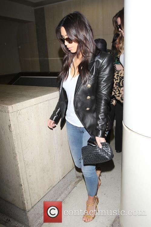 Kim Kardashian, Khloe Kardashian and Kourtney Kardashian 32