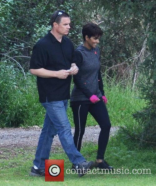 halle berry halle berry on the set 4110362