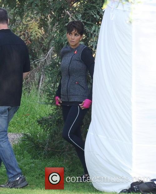 halle berry halle berry on the set 4110363