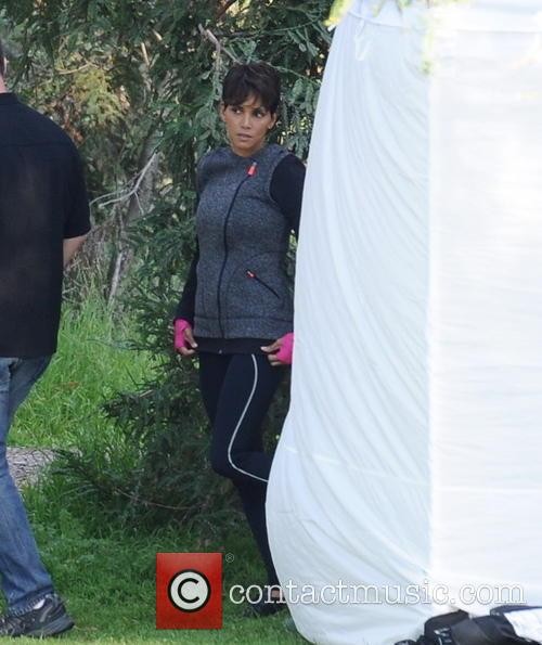 halle berry halle berry on the set 4110369