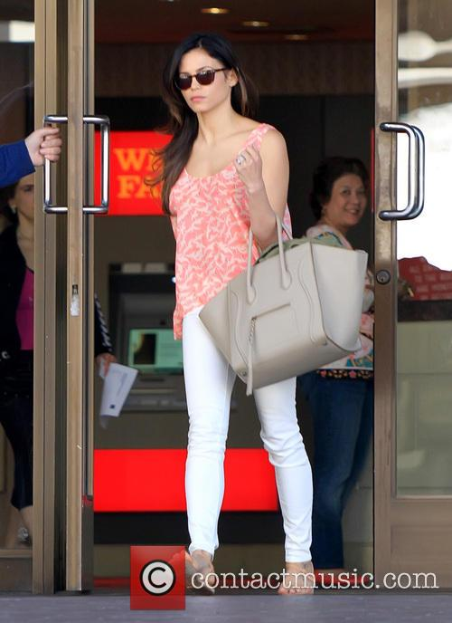 Jenna Dewan Tatum runs errands