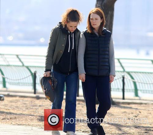 Kristen Stewart and Julianne Moore 2