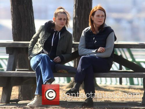 Kristen Stewart and Julianne Moore 3