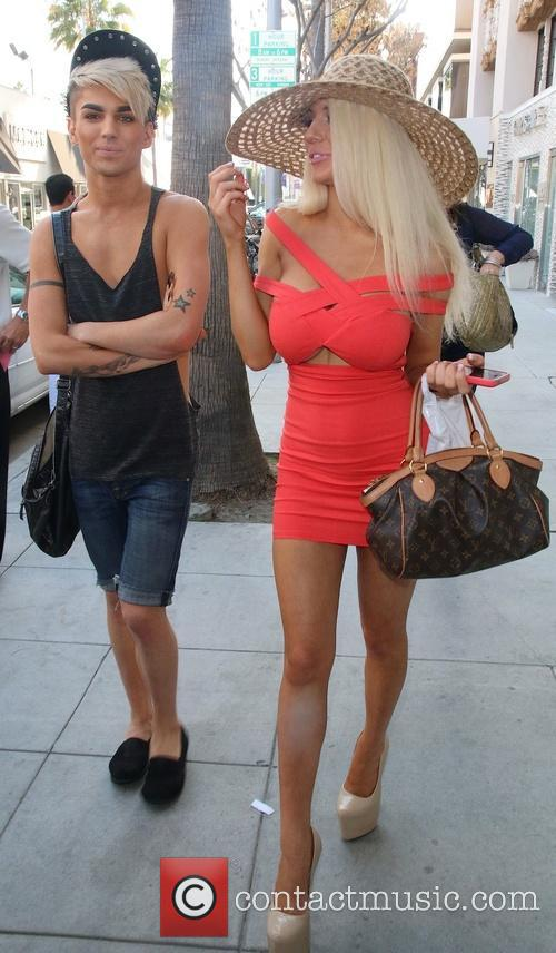 Courtney Stodden shops at Parvaneh Beauty Center