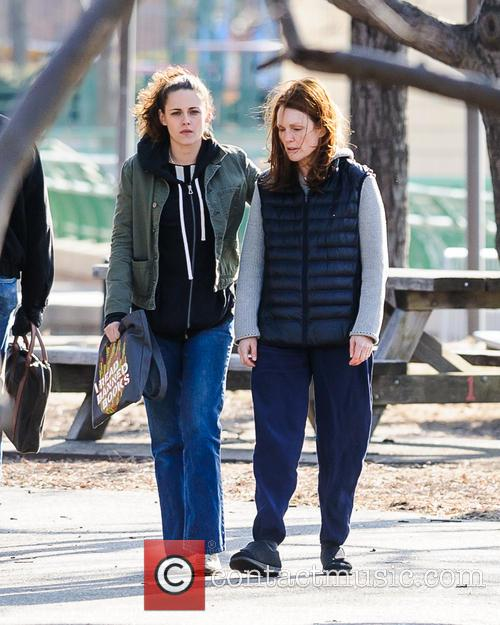 Kristen Stewart and Julianne Moore 4