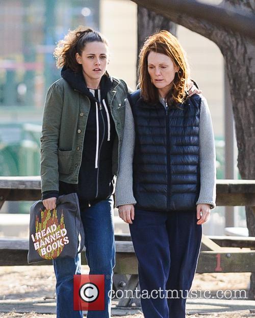 Kristen Stewart and Julianne Moore 5