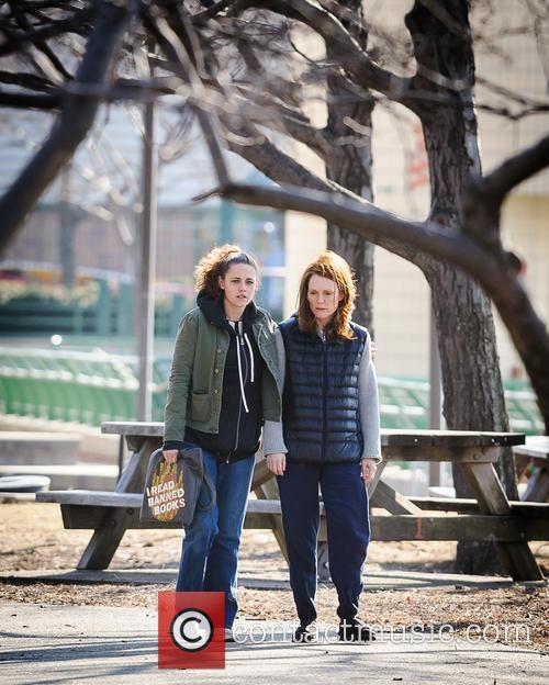 Kristen Stewart and Julianne Moore 6