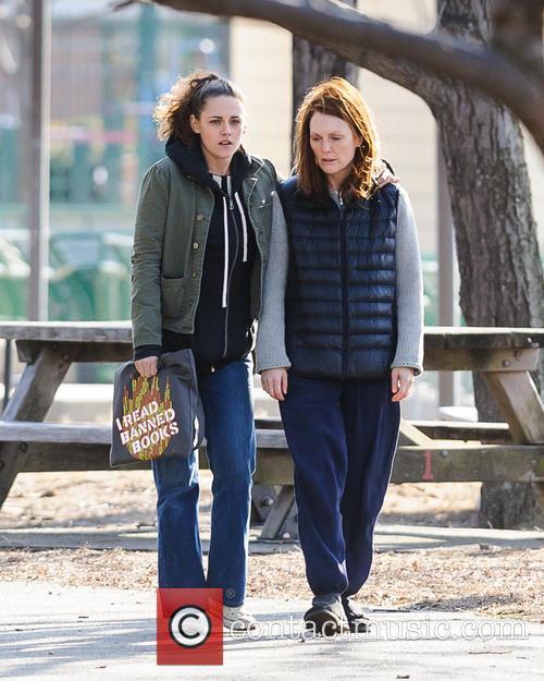 Kristen Stewart and Julianne Moore 7