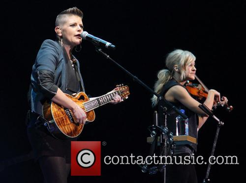 Dixie Chicks, Natalie Maines and Martie Maguire 7