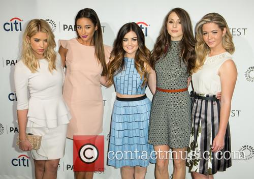 Ashley Benson, Shay Mitchell, Lucy Hale, Troian Bellisario and Sasha Pieterse 2