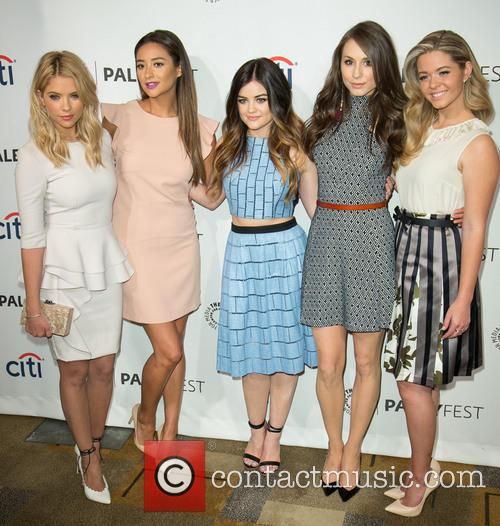 Ashley Benson, Shay Mitchell, Lucy Hale, Troian Bellisario and Sasha Pieterse 5