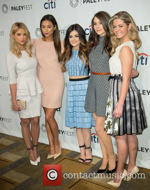 Ashley Benson, Shay Mitchell, Lucy Hale, Troian Bellisario and Sasha Pieterse 6