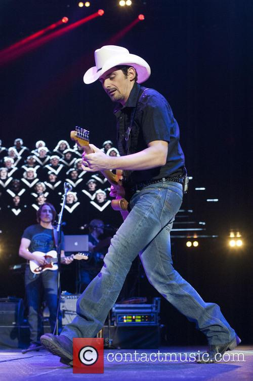 brad paisley country 2 country day 4112301
