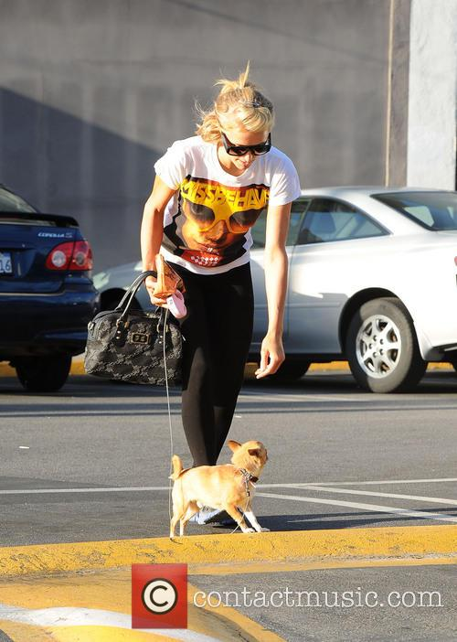 Paris Hilton goes shopping with River Viiperi