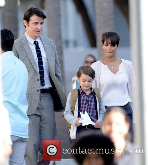 Halle Berry, Goran Visnjic and Pierce Gagnon 3