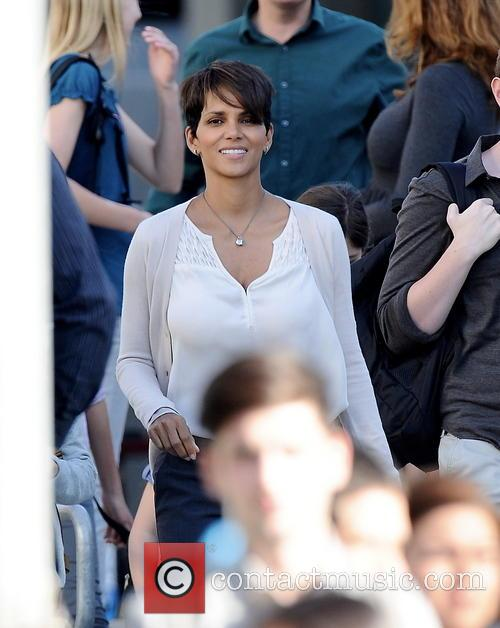 halle berry halle berry all smiles on 4114279