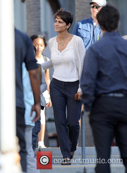 Halle Berry All Smiles On Extant Filmset