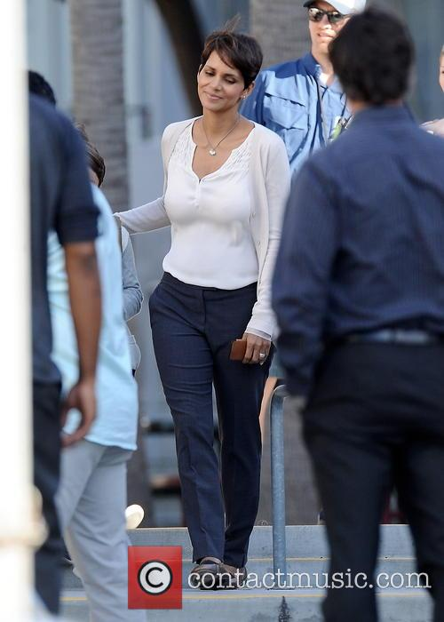 halle berry halle berry all smiles on 4114304