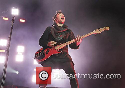 pete wentz fall out boy in concert 4114267