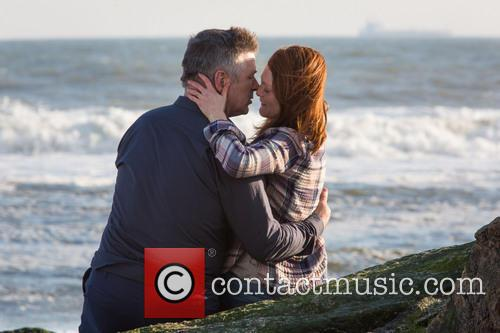 Alec Baldwin and Julianne Moore 5