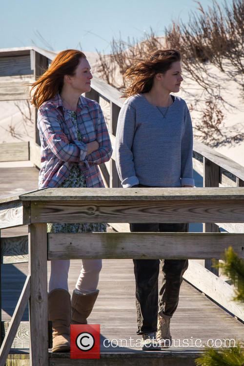Kristen Stewart and Julianne Moore 4