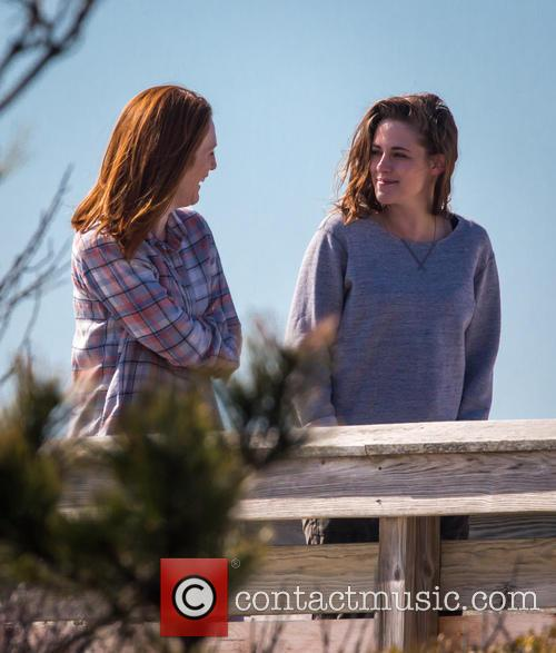 Kristen Stewart and Julianne Moore 10
