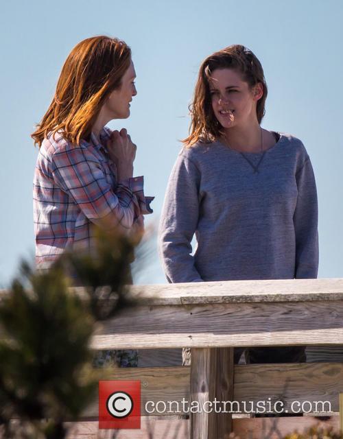 Kristen Stewart and Julianne Moore 10