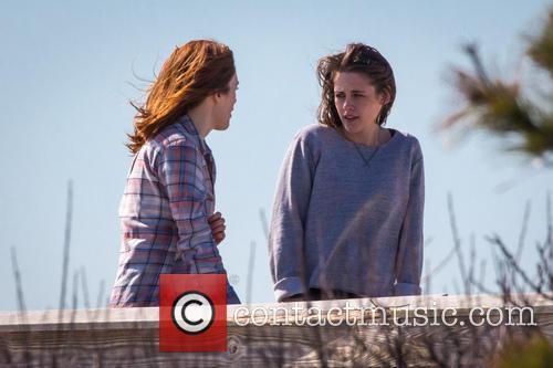 Kristen Stewart and Julianne Moore 12