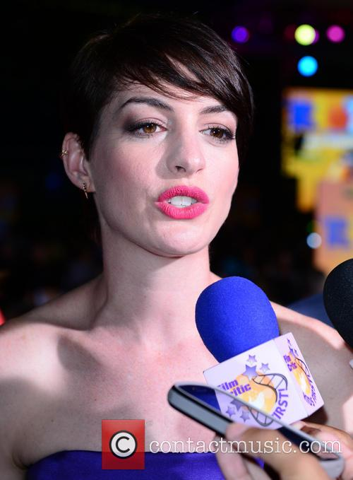 Anne Hathaway, Bayside Marketplace