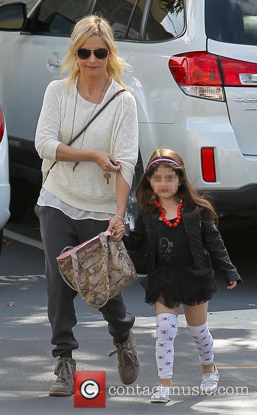 Sarah Michelle Gellar takes daughter to dance class