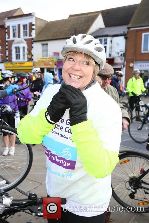 fern britton undertakes the chilterns cycle 4121792